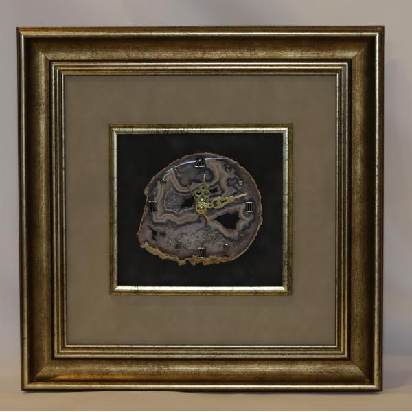 Часы картина из агата, багет, бархат.
