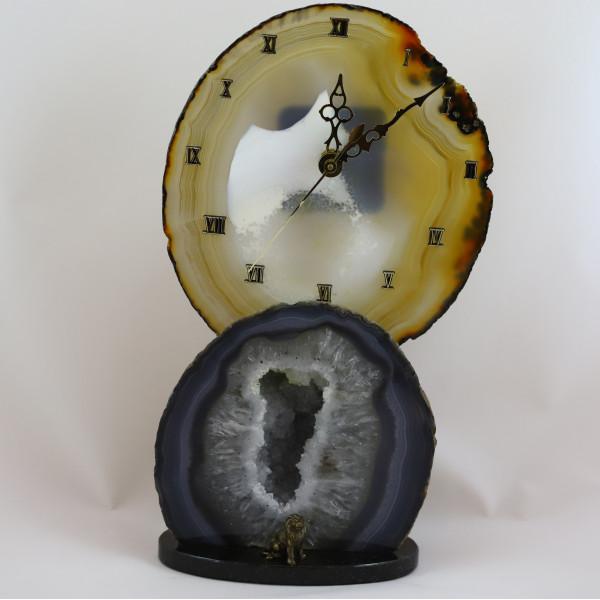 Часы на жеоде агата со львом