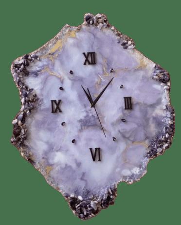 Часы в камне